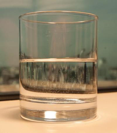 pozytywne myślenie, test ze szklanką wody
