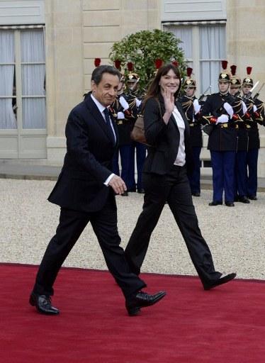 Znaczenie wzrostu u polityków. N.Sarkozy i C.Bruni