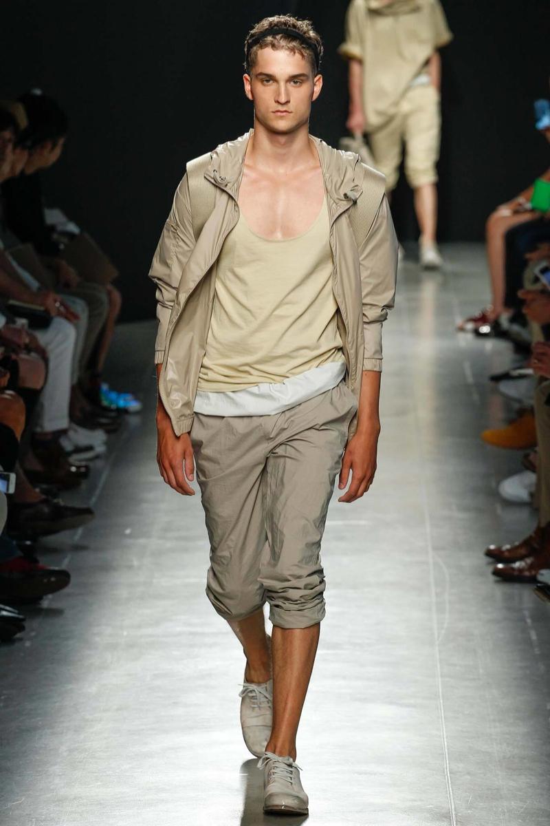 Jak się ubrać latem. Inspiracje dla mężczyzn od Bottega Veneta