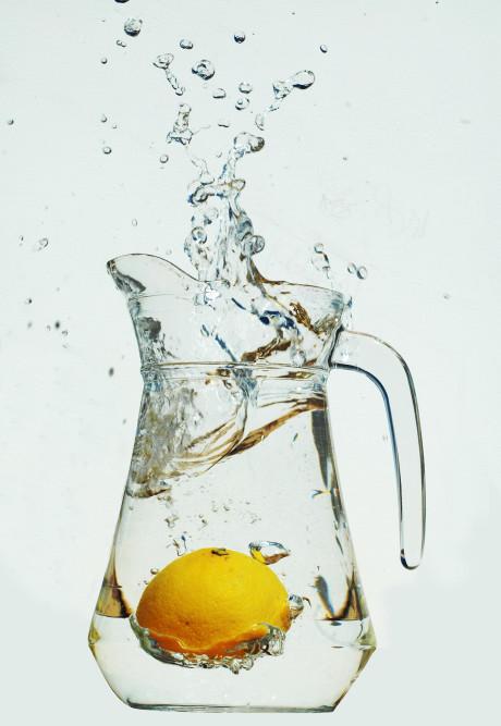 Woda z cytryną na czczo na zdrowie