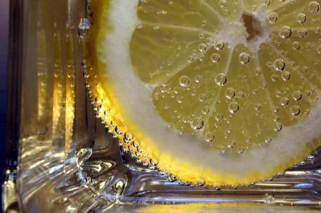 Woda z cytryną z rana na zdrowie!